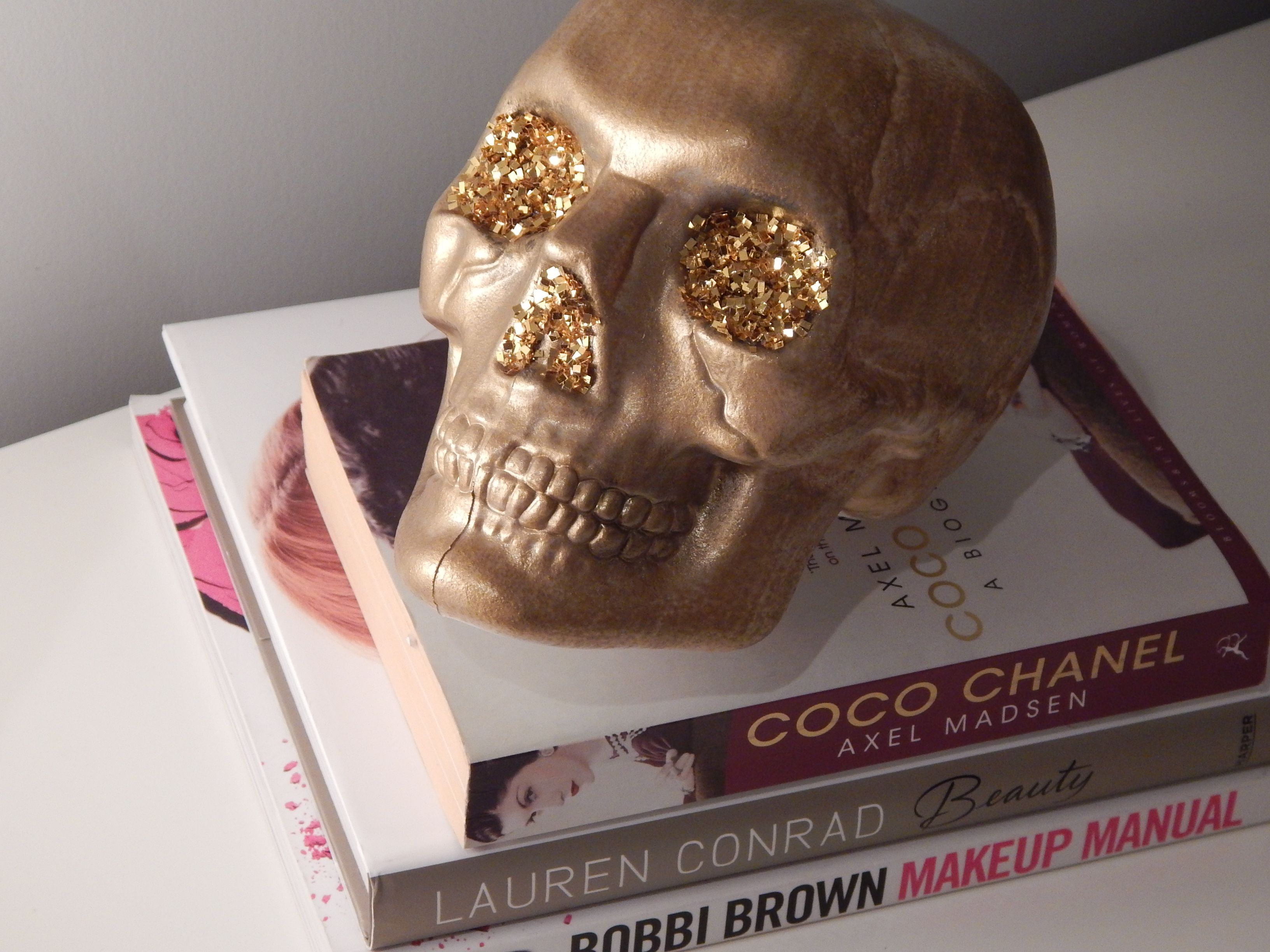 Since I Have Been Seeing Gold Ceramic Skull Decor All Over The Internet And Blogs Lately Thought Would DIY My Own Just Cant Bring Myself To Pay 30